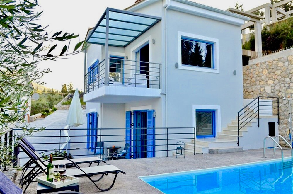 Agios Nikitas Villas, 3 Villas complex, each 80 m2 for 5 persons.